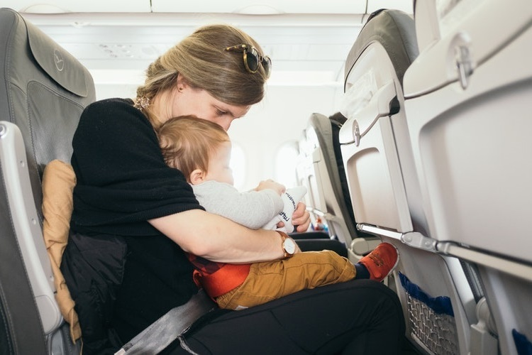 Your ultimate baby carry-on packing list when traveling by plane